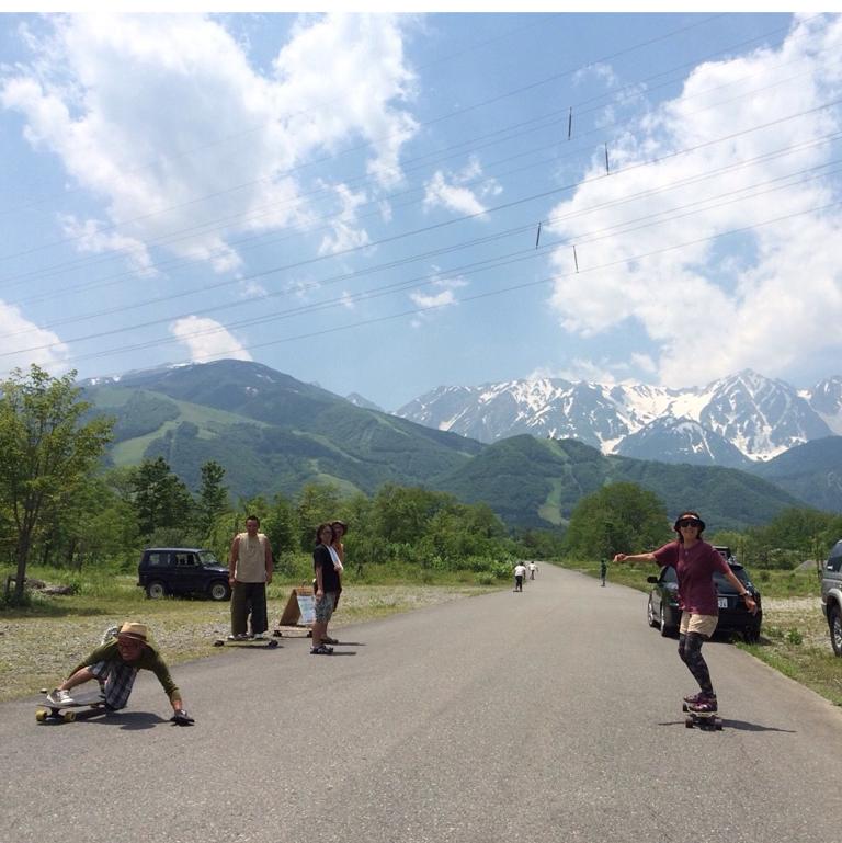 楽しみながらスノーボードの練習にもなるロンスケに乗ってみませんか?